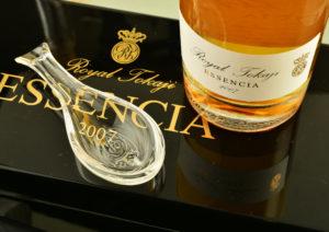 RT 07 Essencia bottle spoon on closed box 1